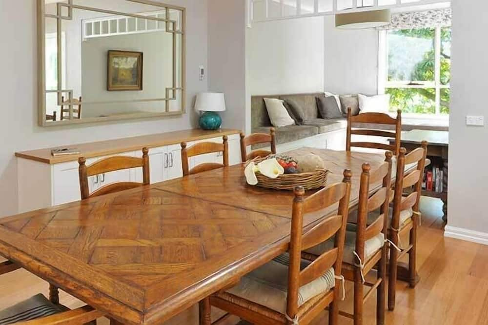 Premium Cottage - In-Room Dining