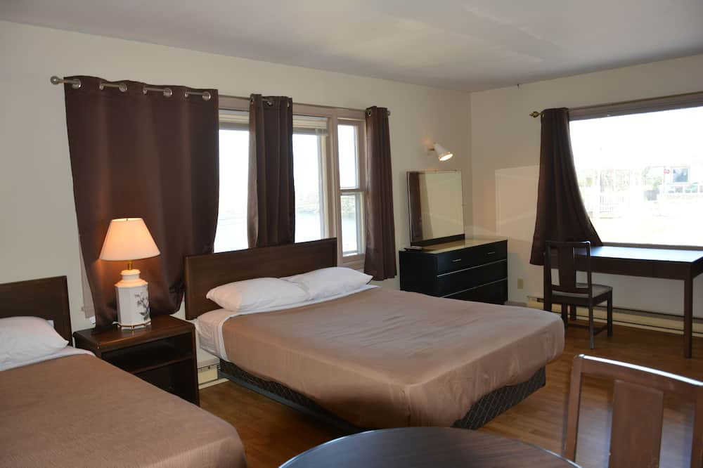 Full Kitchenette Room, 2 Double Beds, Non Smoking, Lake View - In-Room Dining