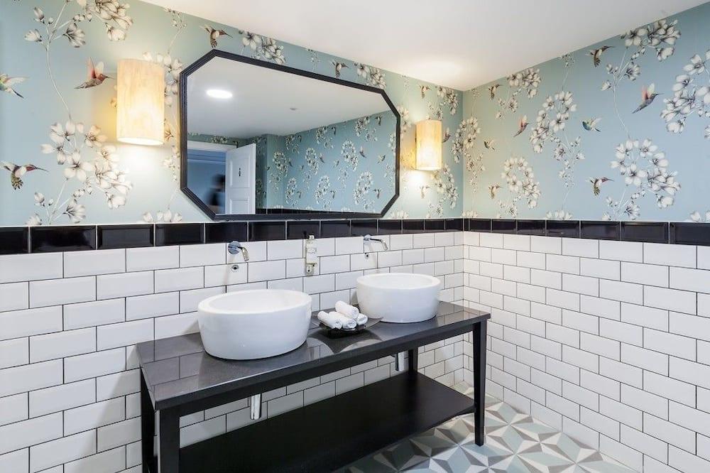 Quarto Duplo Standard - Lavatório na Casa de Banho