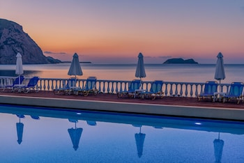 Enter your dates for our Zakynthos last minute prices