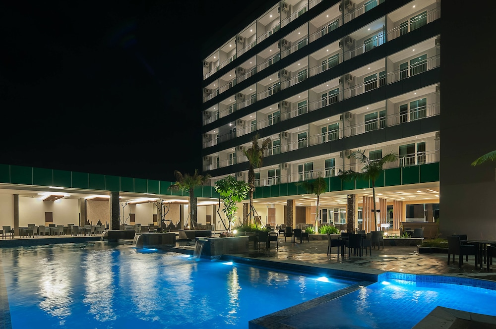 Dalton Hotel Makar Outdoor Pool