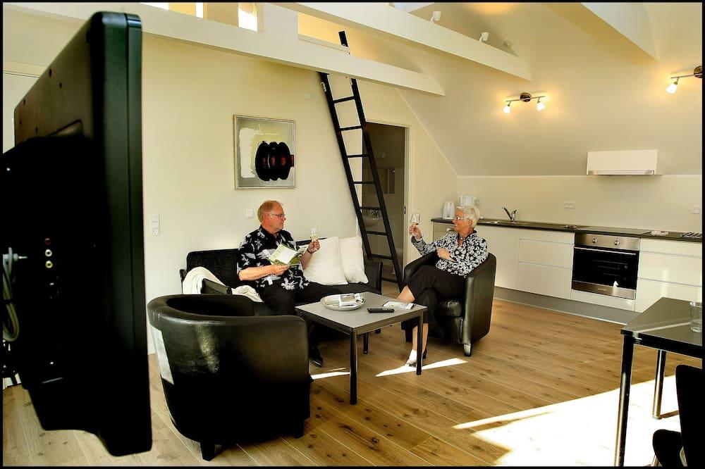 Апартаменты, 1 спальня, кухня, вид на озеро (Linen Excluded) - Зона гостиной