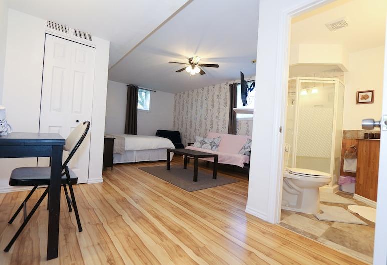 Cedar Drive Bed and Breakfast, Норт-Сторнмонт, Сімейний чотиримісний номер, суміжна ванна кімната, перший поверх (Cardinal), Номер