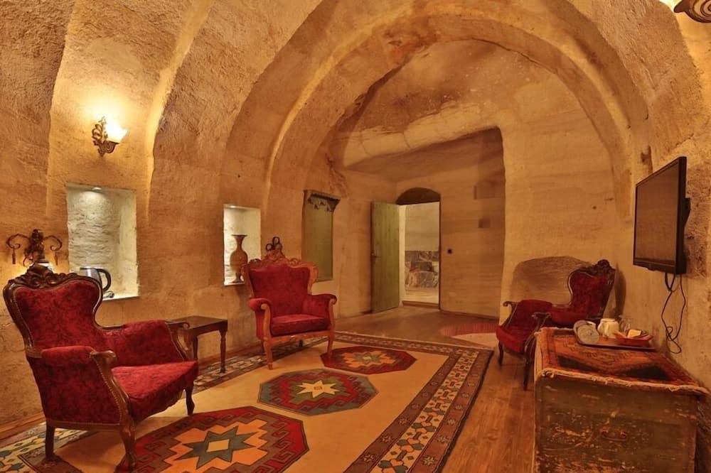 Junior Suite, Jetted Tub (Cave) - Living Area