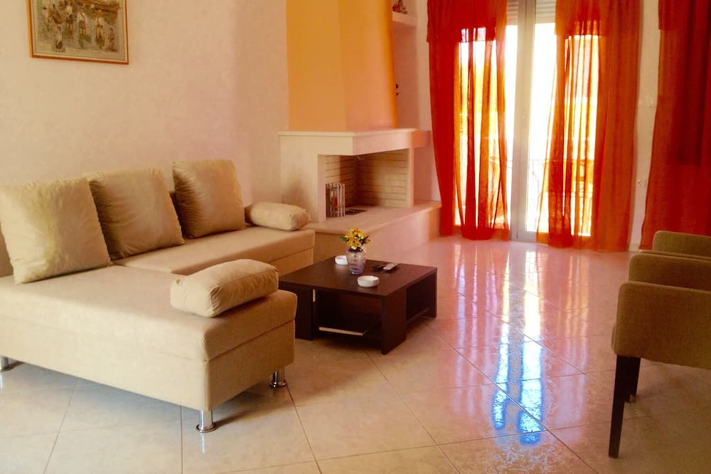 Family House, 2 Bedrooms, Bay View - Living Area