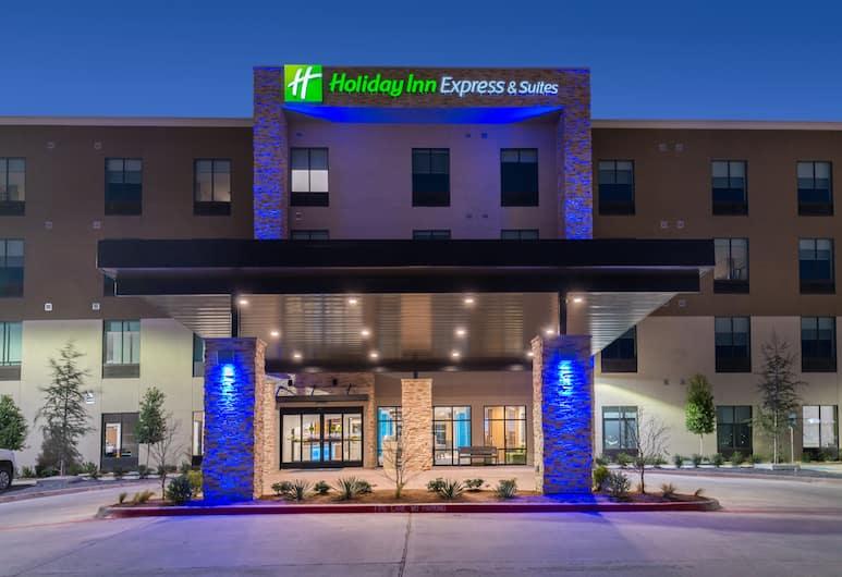 Holiday Inn Express & Suites Fort Worth West, Fort Worth, Viesnīcas priekšskats vakarā/naktī