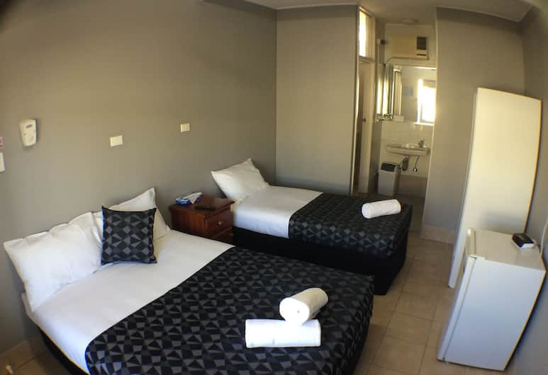 Sails On Main, Bowen, Twin Share Room, Guest Room