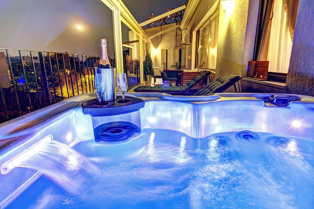 Luxury Suite, Hot Tub, City View - Teres/Laman Dalam