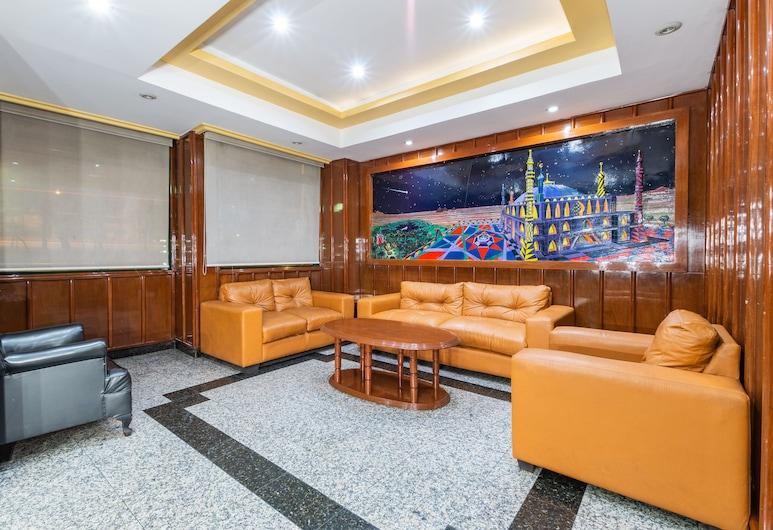 Capital O Aeropuerto TerminaI 2, Mexiko-Stadt, Sitzecke in der Lobby