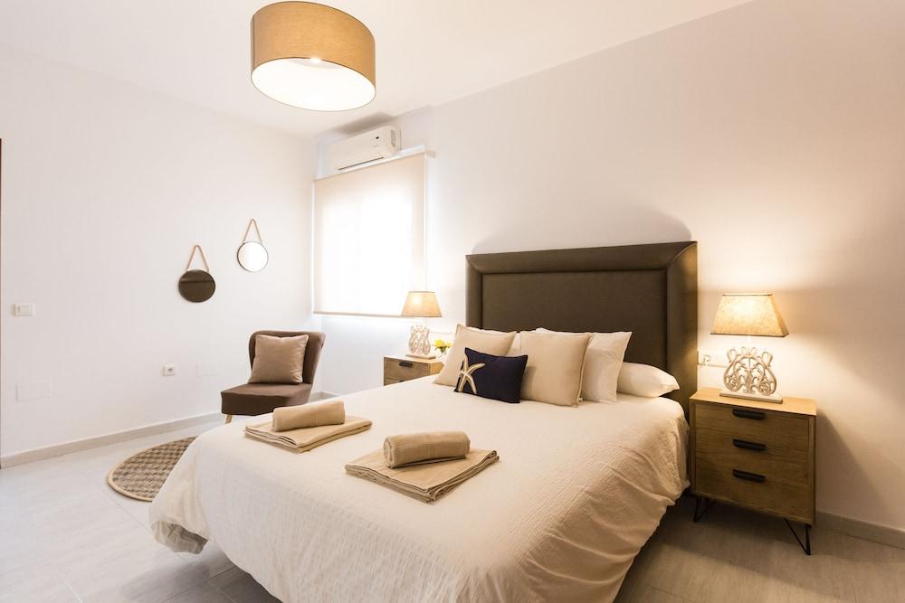 Exceptional Suncity Plaza Apartments, Malaga