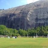 Mendaki Tembok Luar
