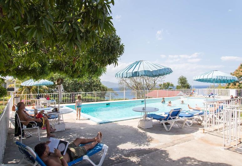 Sky View Beach Studio - Montego Bay Club, Montego Bay, Lauko baseinas