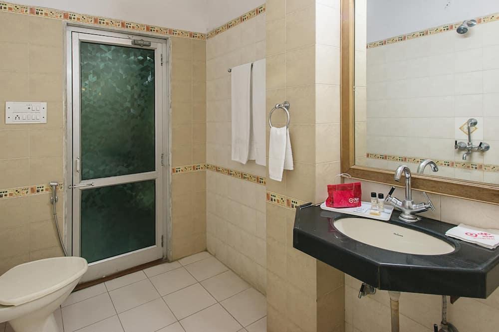 Стандартний номер (1 двоспальне або 2 односпальних ліжка), 1 двоспальне ліжко, приватна ванна - Ванна кімната
