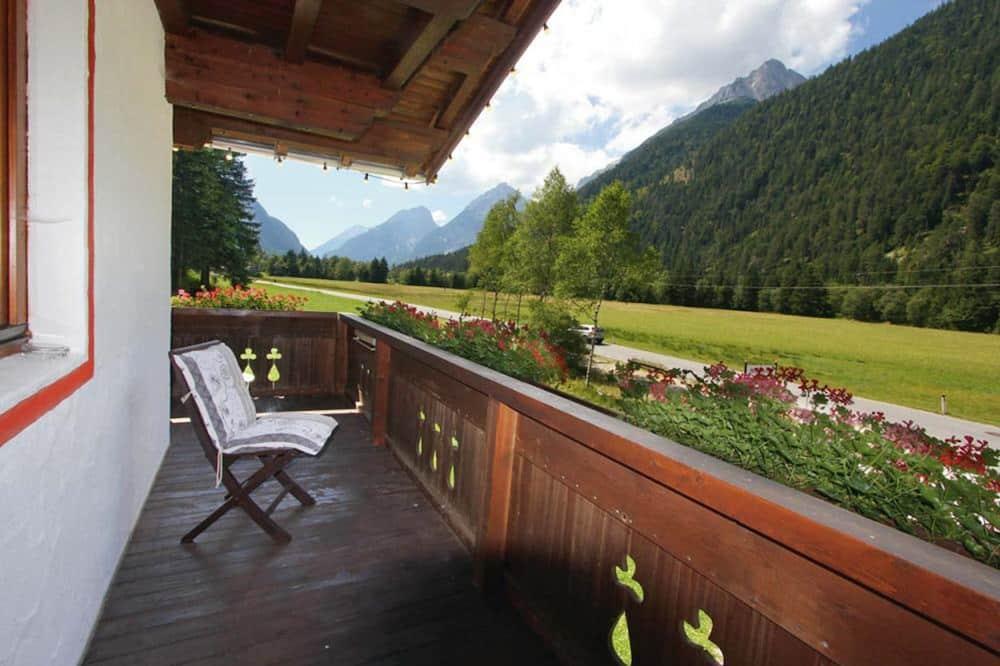 Apartment, 1 Bedroom, Balcony, Mountain View - Balkoni