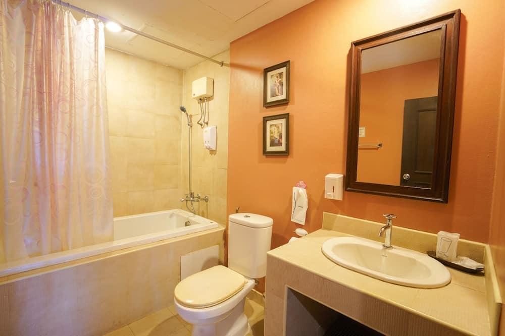 Standard Twin Room - Bathroom Shower