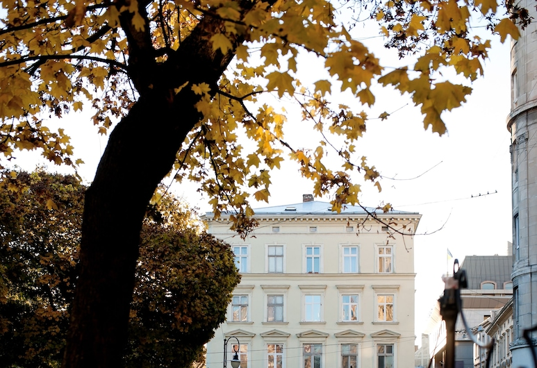 丹洛旅館, 利沃夫, 酒店正面