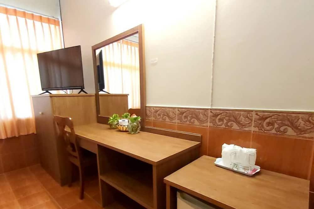 Double Queen Room - Living Room