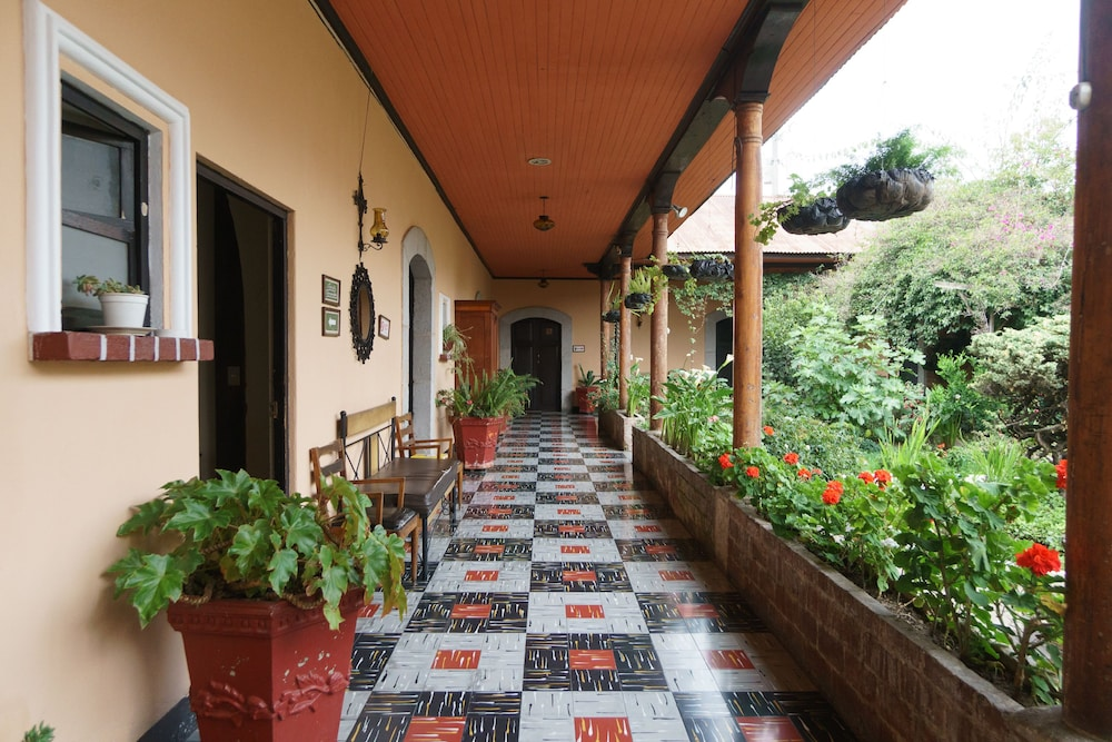 Hotel Modelo Quetzaltenango Porch