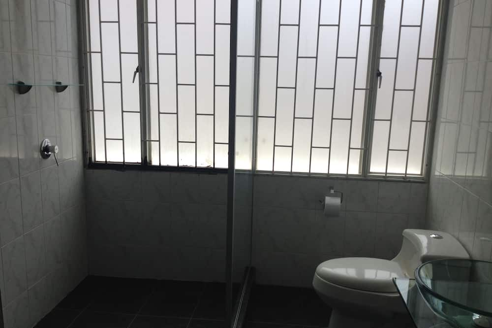 Habitación con 2 camas individuales, baño privado - Baño