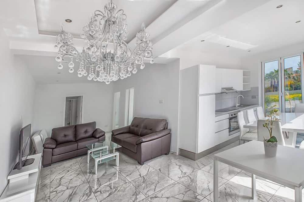 Family Apartment, 1 Bedroom, Non Smoking, Courtyard View (6) - Living Area
