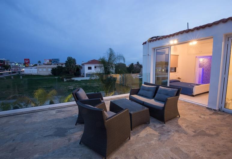 Nissi 49 Apartments, Ayia Napa, Apartamento de lujo, 3 habitaciones, bañera de hidromasaje (Terrace, 7), Terraza o patio