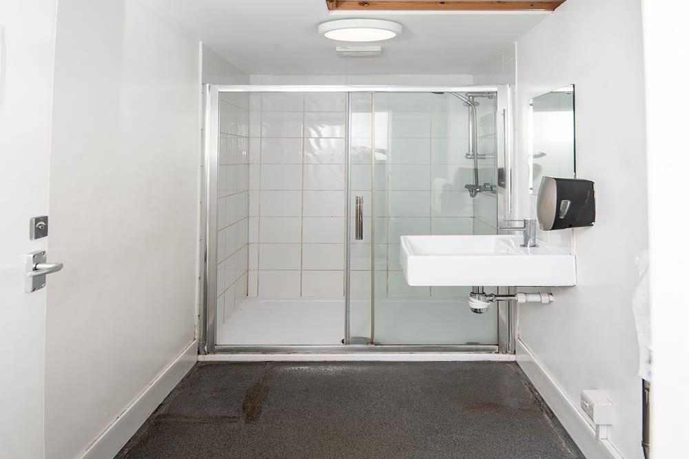 Štandardná dvojlôžková izba, 2 jednolôžka (Shared) - Kúpeľňa