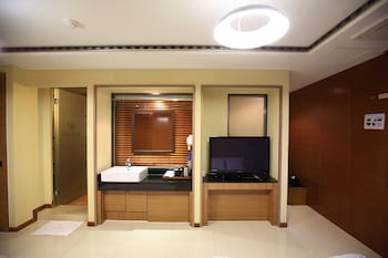 Picture of Hotel Gallery in Tongyeong