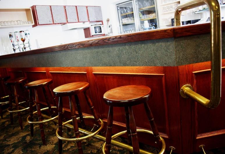 Country Club Inn, Lacombe, Bar Hotel