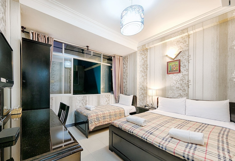 Jasmine Hotel, Ho Chi Minh City, Deluxe Triple Room, City View, Living Room