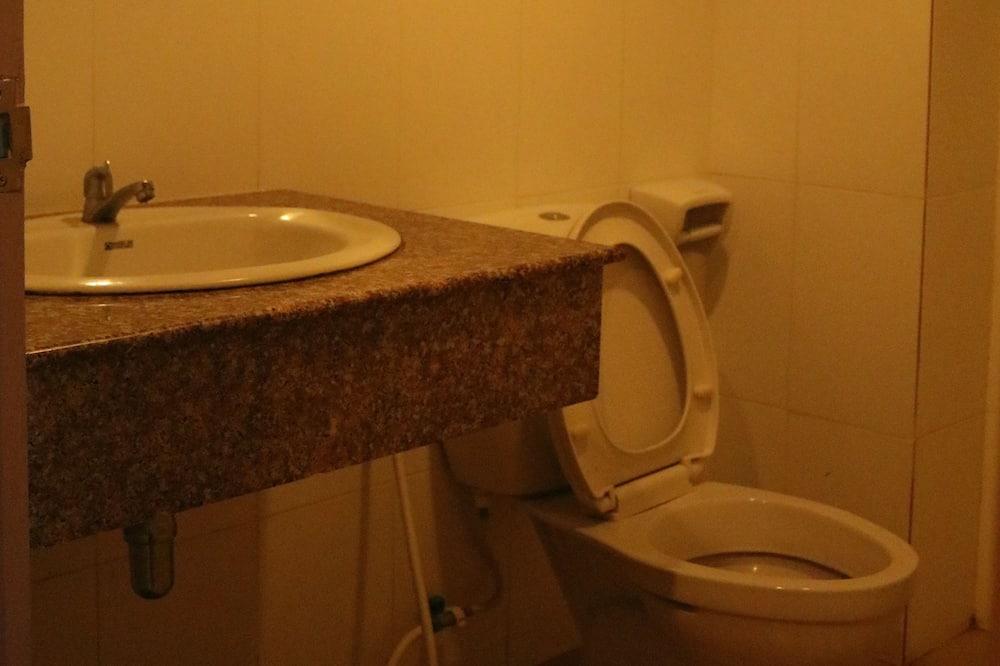 Standard Triple Bed - Ванная комната