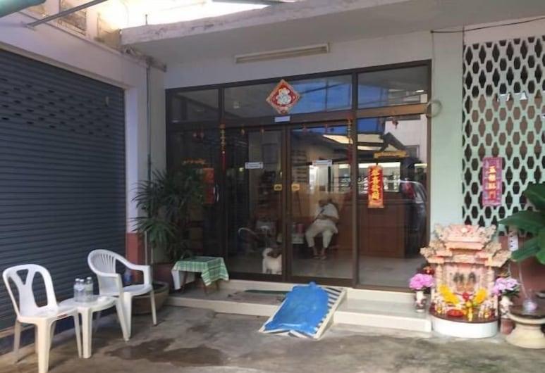 Suksawad Hotel, Bangkok, Hotellets front