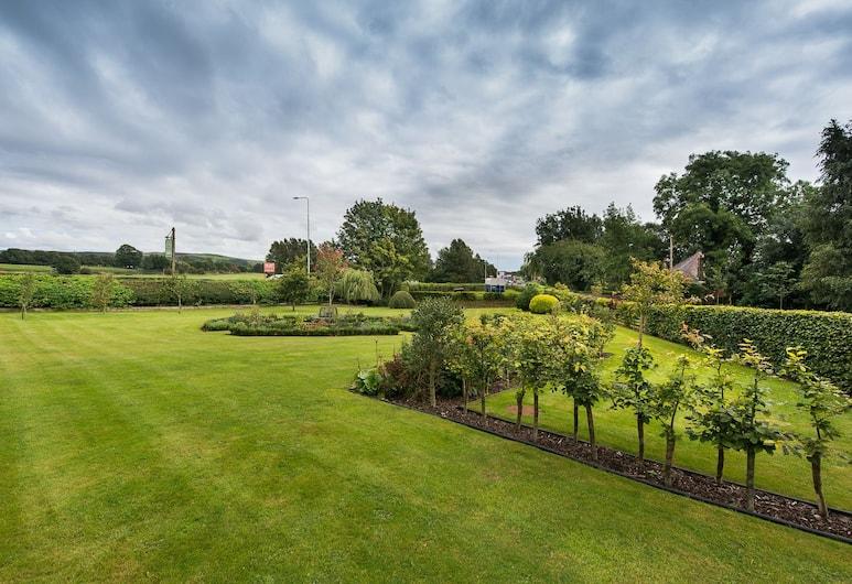Middle Holly Cottage, Preston, Garden