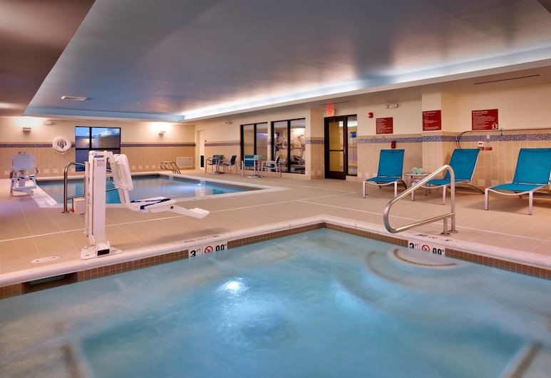 TownePlace Suites by Marriott Dickinson, Dickinson, Piscina cubierta