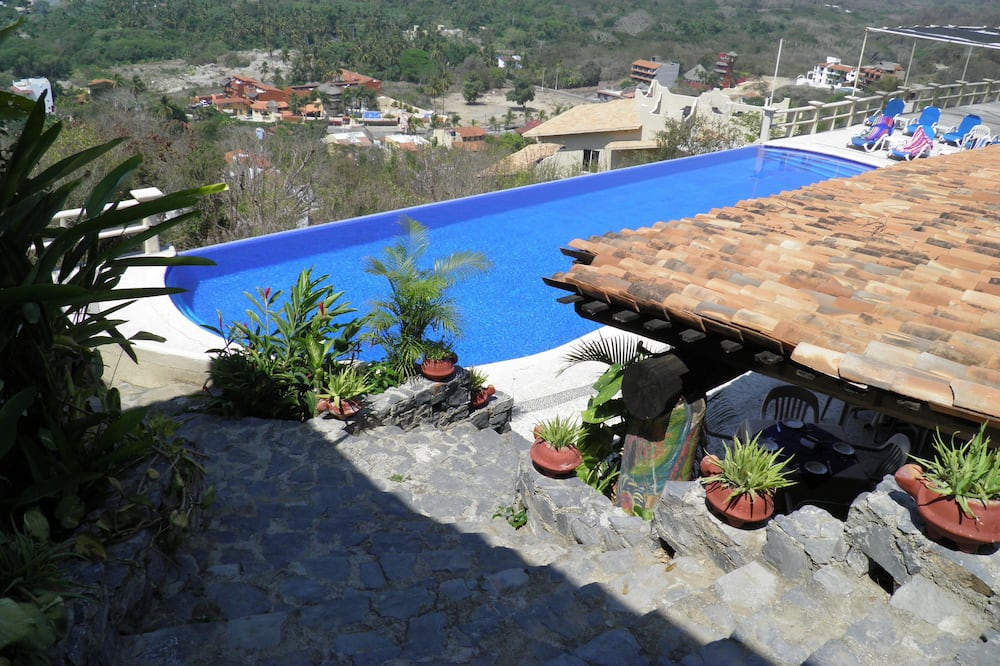Suite Romântica, 1 cama king-size, Vista Baía, Junto à piscina - Piscina Transbordante