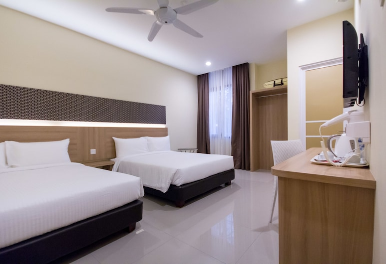 118 Hotel Macalister, George Town, Family Deluxe, Guest Room