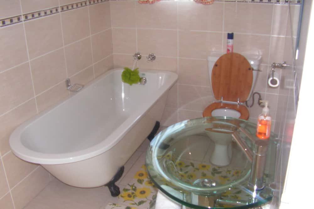 Pokoj Comfort s dvojlůžkem pro 1 osobu, dvojlůžko (180 cm), výhled na město - Koupelna