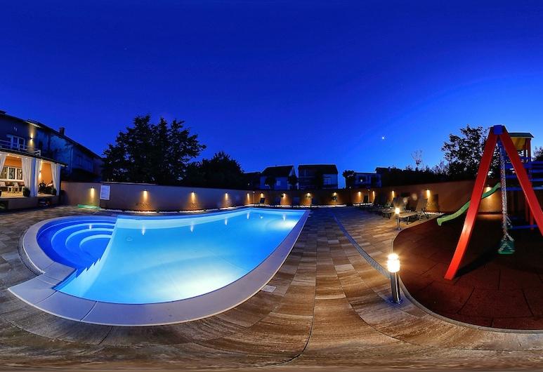Biser Dunava, Vukovar, Udendørs pool