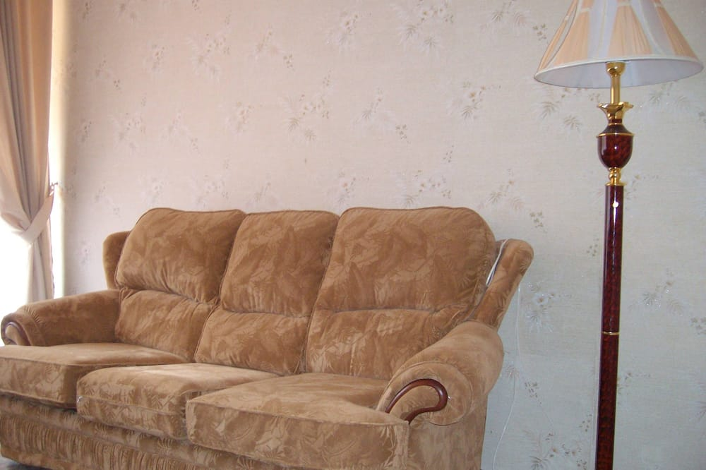 Deluxe Room, 1 Bedroom - Living Area