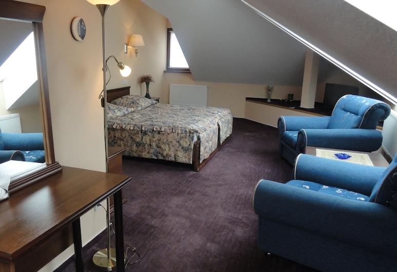 The Monomakh Hotel, Vladimir, Phòng đôi hoặc 2 giường đơn Tiêu chuẩn (Attic), Phòng