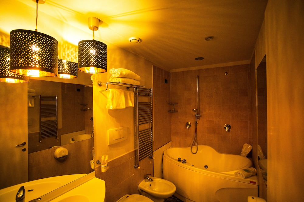 Deluxe Double Room (with Spa Tub) - Bathroom