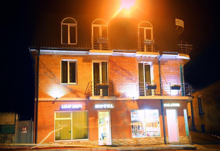 Hotel Kutaisi Globus, Kutaisi, Fachada do Hotel - Tarde/Noite