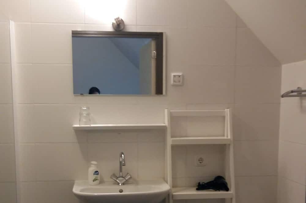 Royal Room, 2 Twin Beds, Non Smoking, Ground Floor - Bathroom