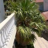 Trojlôžková izba, balkón, výhľad na záhradu (Upper floor) - Balkón