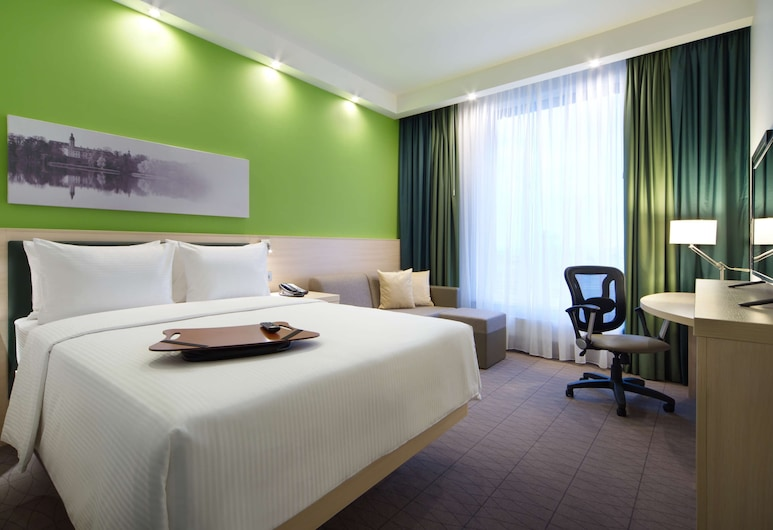 Hampton by Hilton Minsk City Centre, Minsk, Room, 1 Queen Bed, Accessible, Non Smoking, Living Area
