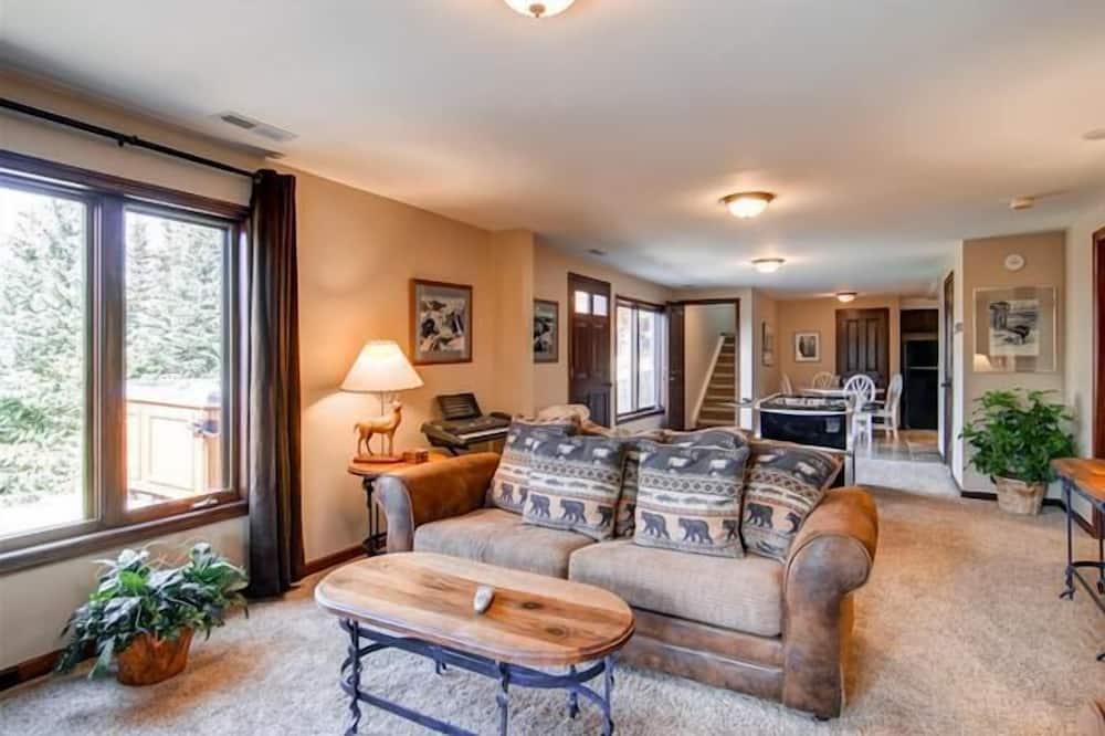 Dom, 4 spálne, vírivka - Obývačka