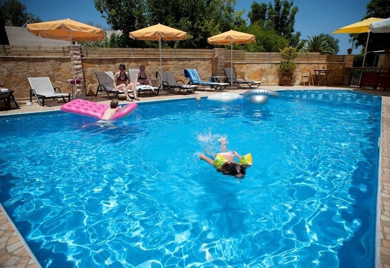 Nikolas Suites, Χανιά, Μπαρ δίπλα στην πισίνα
