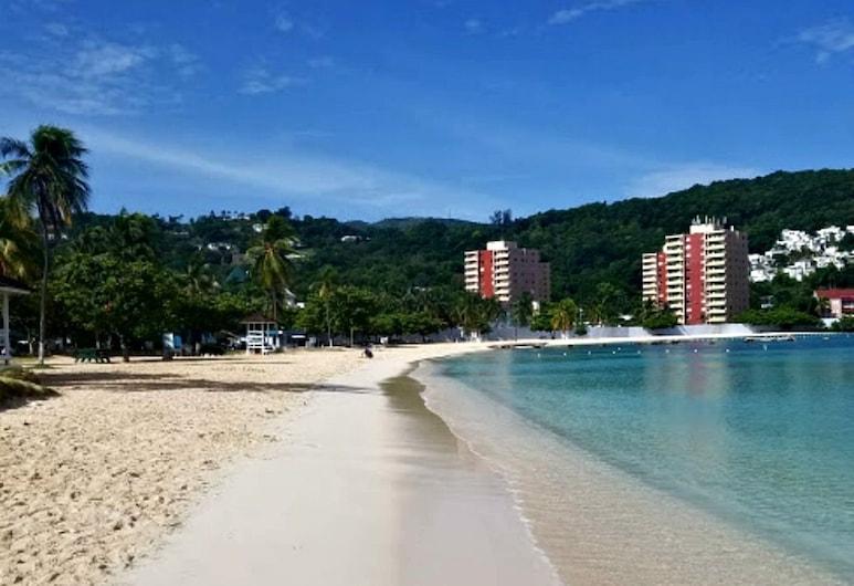 Private 2 Bedroom Condo A31 Sandcastle, Ocho Rios, Praia