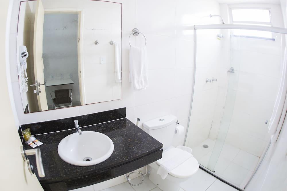 Dobbelt- eller tomannsrom – standard, 1 dobbeltseng eller 2 enkeltsenger - Bad
