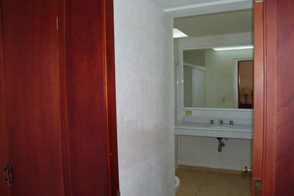 Habitación estándar, 2 camas matrimoniales - Baño