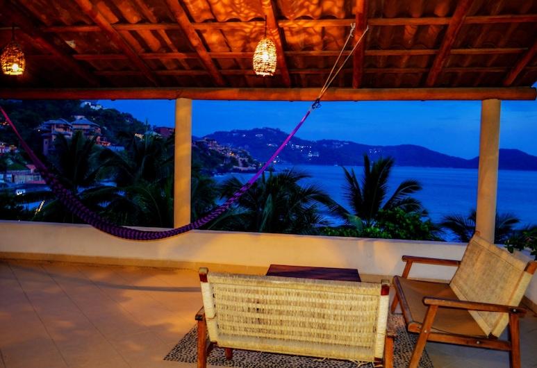 Bungalows La Madera, Zihuatanejo, Deluxe Studio, 1 Bedroom, Hot Tub, Ocean View, Terrace/Patio